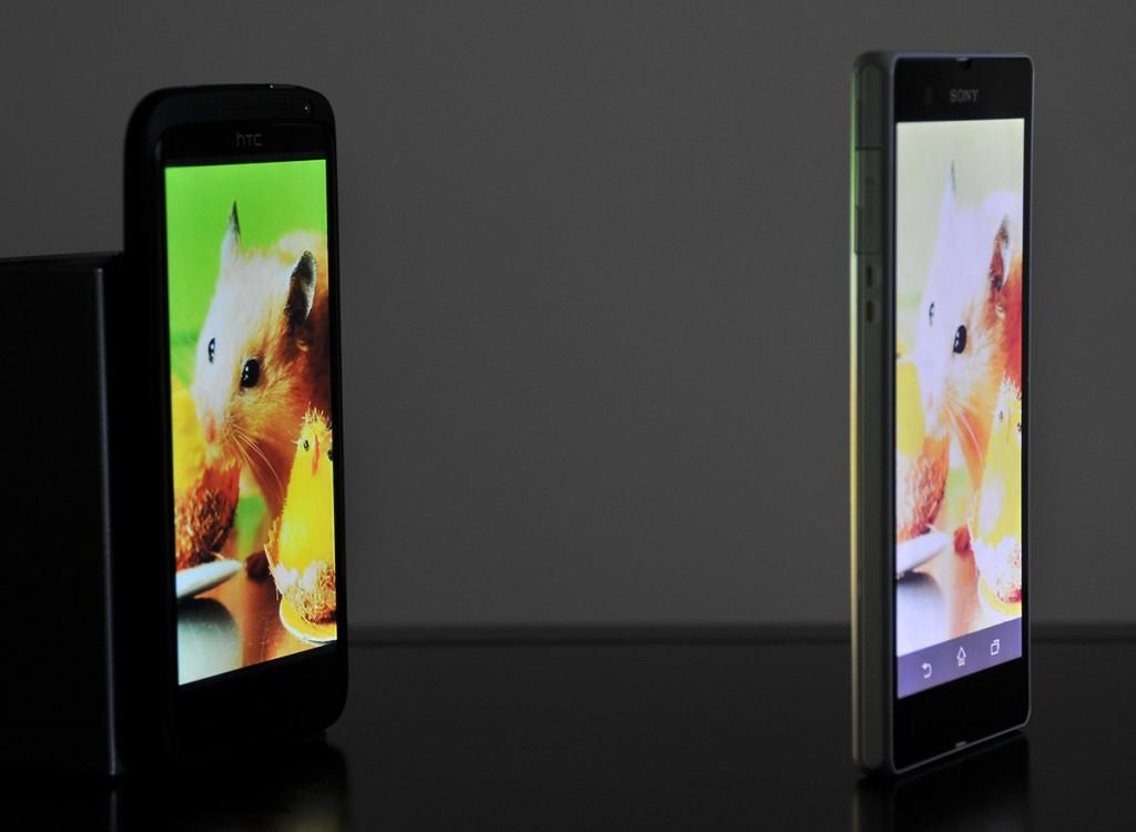Sony Xperia Z y HOX+ girados respecto a cámara