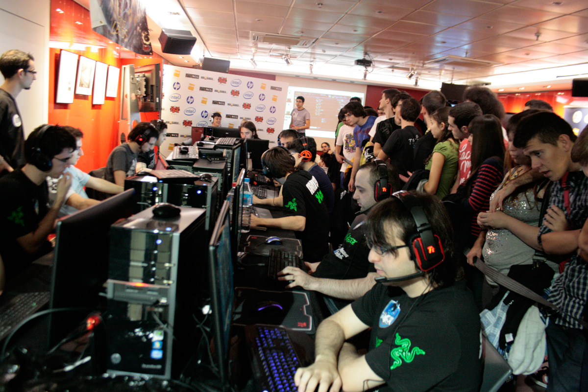 Gamers en competición ESL