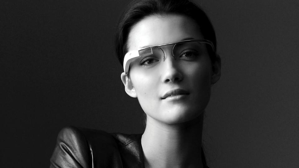 Modelo con Google Glass