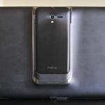 Asus PadFone 2 atrás con teléfono