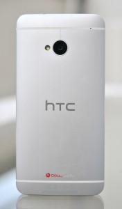HTC One atras
