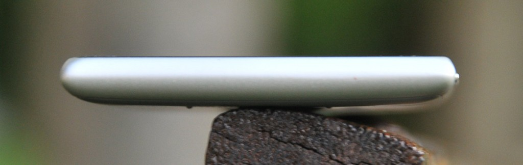 Nokia Lumia 925 - abajo