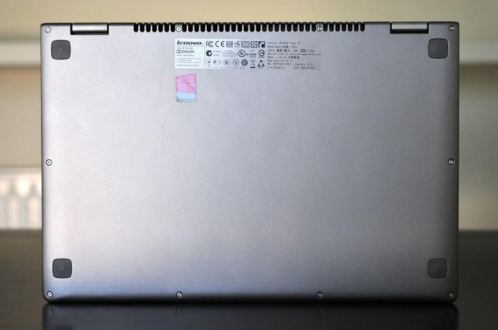 Lenovo IdeaPad Yoga 13 - abajo