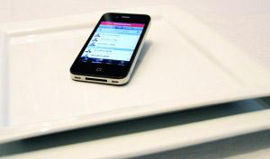 smartphone sobre mesa