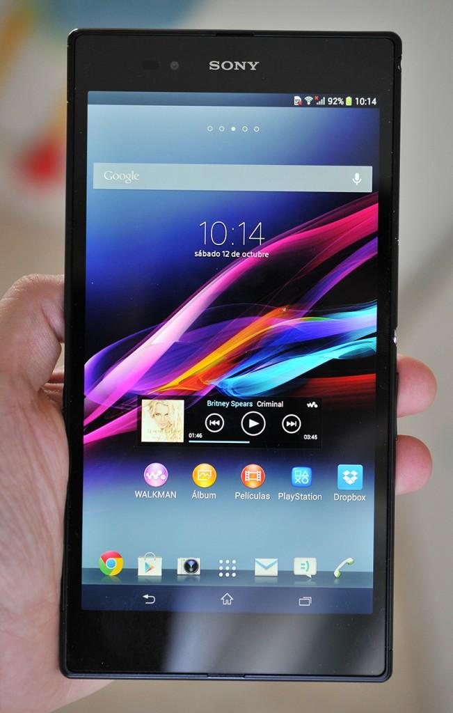 Sony Xperia Z Ultra en mano