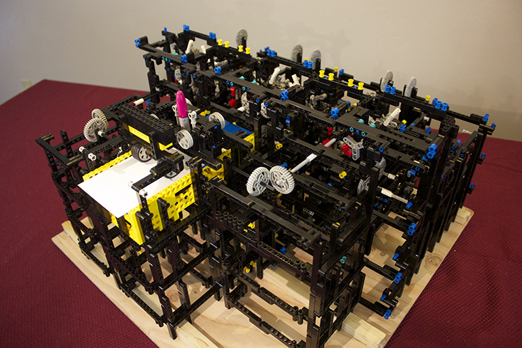 Maquina de dibujo basada en Lego