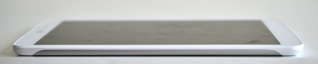 LG GPad 8.3 - Izquierda