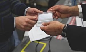 Entrega de la tarjeta inteligente con la clave