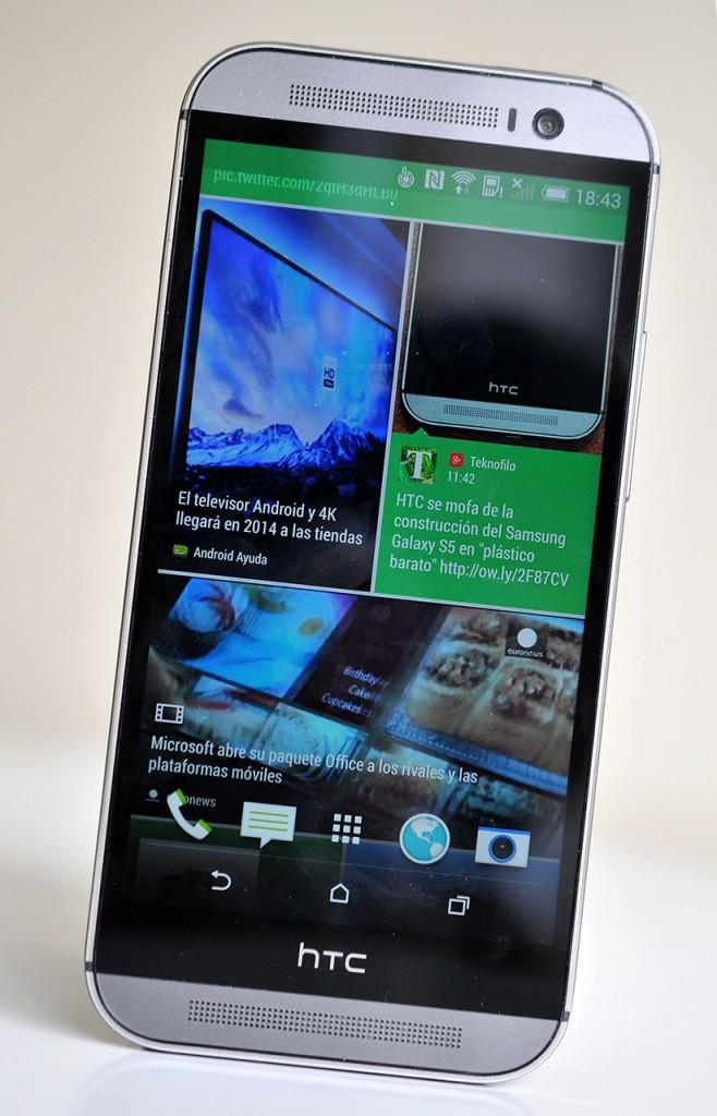 HTC One M8 - BlinkFeed