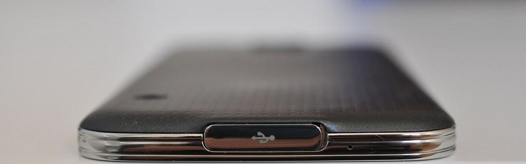 Samsung Galaxy S5 - Abajo