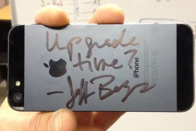 bezos-iphone-autograph[1]