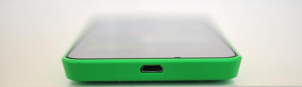Nokia Lumia 630 - Abajo