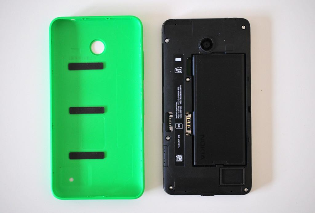Nokia Lumia 630 - Abierto por detras