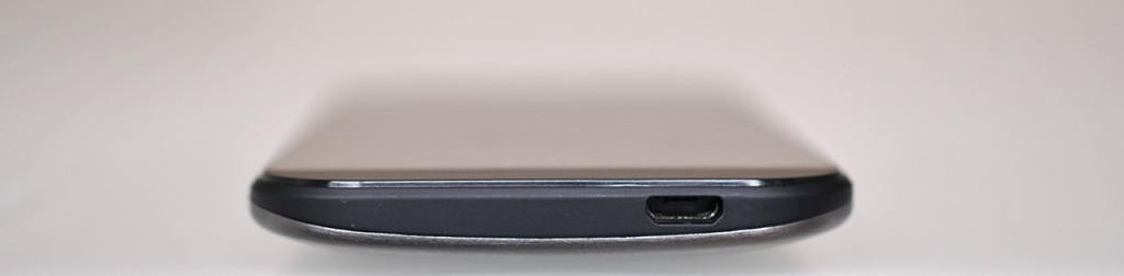 HTC One mini 2 - abajo