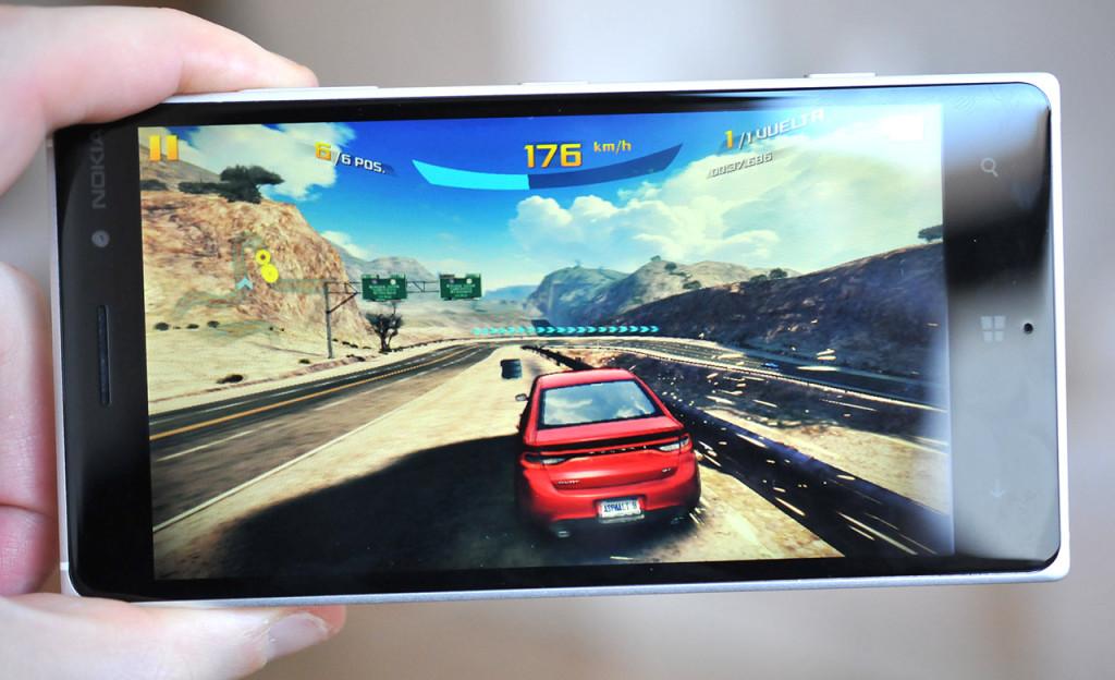 Nokia Lumia 830 - juego Asphalt,jpg