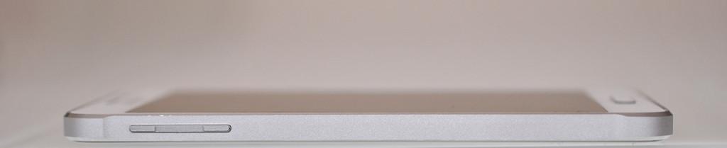 Samsung Galaxy Alpha - Izquierda