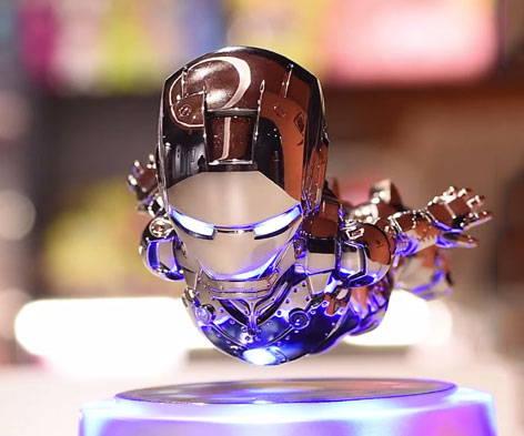 Iron Man flotante