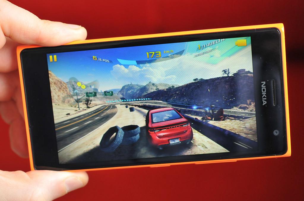 Nokia Lumia 735 - 5