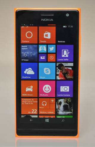 Nokia Lumia 735 - Frontal