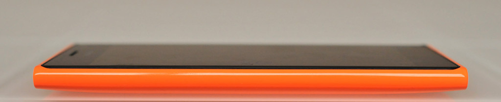 Nokia Lumia 735 - Izquierda