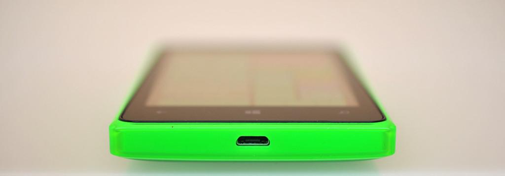 Microsoft Lumia 532 - abajo