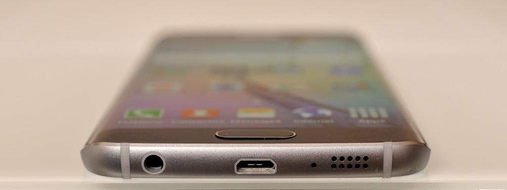 Samsung Galaxy S6 edge - abajo
