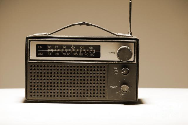 fm-radio-640x427[1]