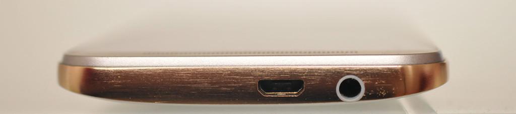 HTC One M9 - Abajo