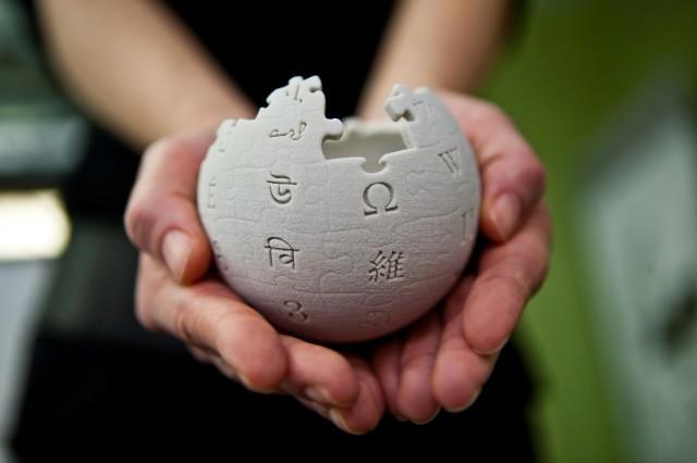 Wikipedia_mini_globe_handheld-640x426[1]