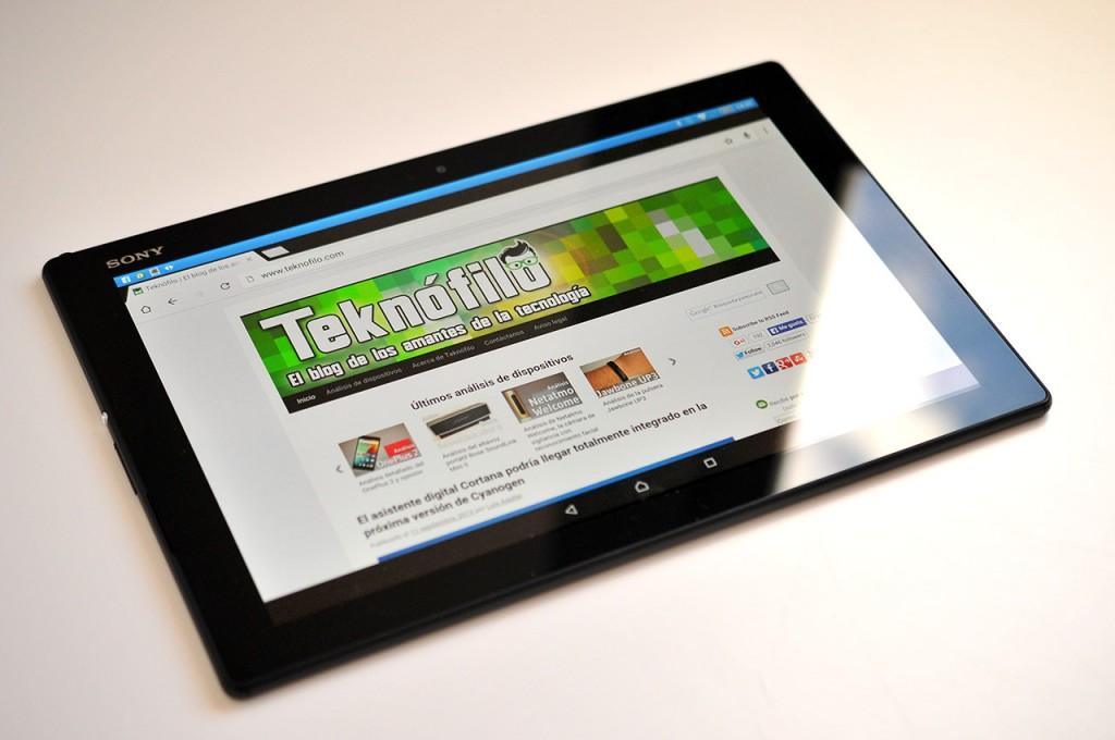 Sony Xperia Z4 Tablet - 1