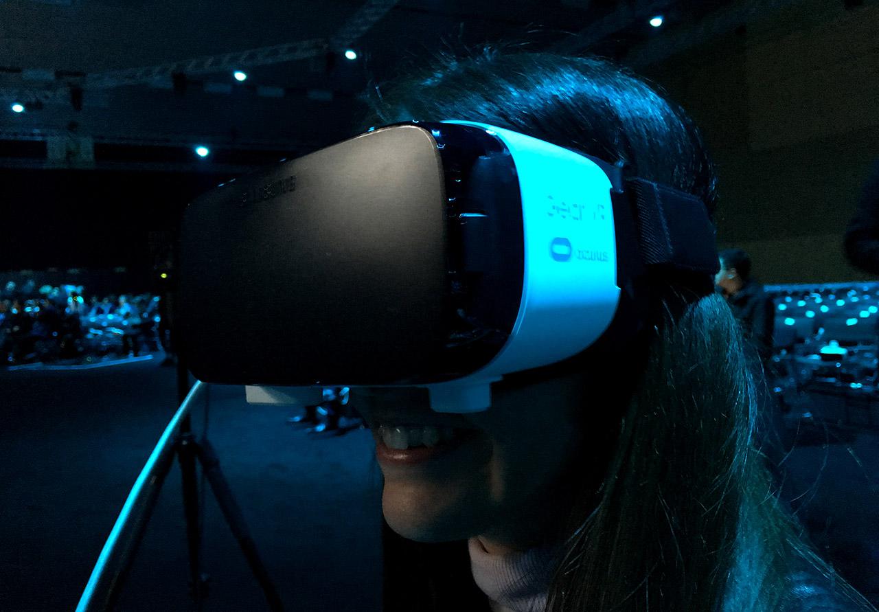 Sonia con Gear VR