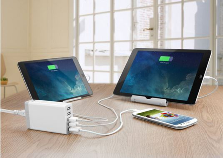 Anker®-40W-5-Port-Family-Sized-Desktop-USB-Charger-review2[1]