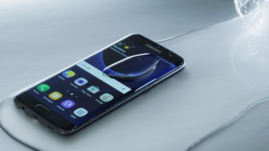 Galaxy-S7-wet-940x529[1]